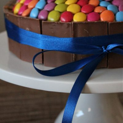 How To Make The Best Easy Kit Kat Cake