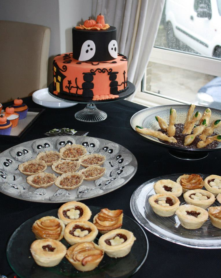 Planning a Halloween party couldn't be easier with these suggestions for food, decorations and games. The kids will have a spooky time and it's not as hard to organize as you might think. So grab their Halloween costumes and start planning. The kids are going to have a great time with the games used at this party!