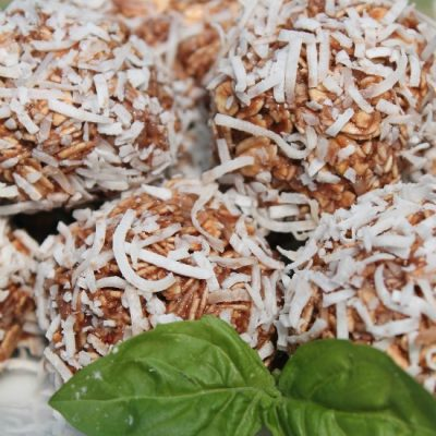 How To Make Healthy Chocolate Coconut Balls