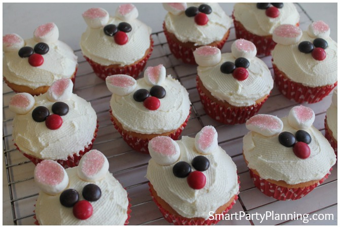 Bunny cupcakes eyes and nose