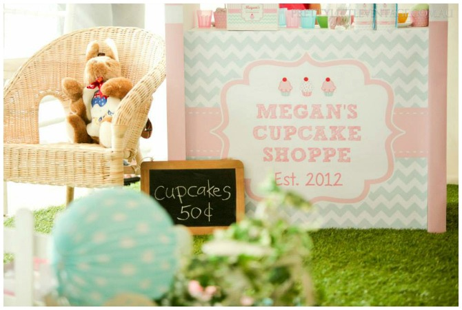Cupcake Shoppe Stand