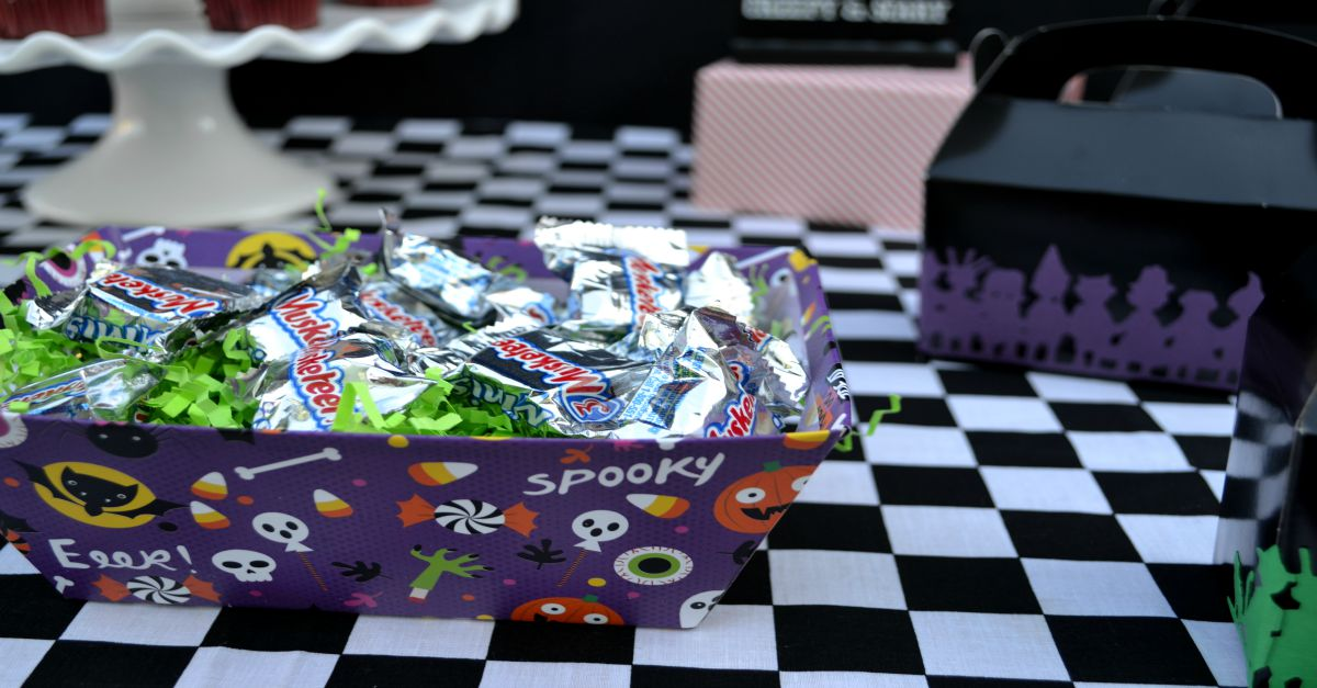 DIY Halloween Party Table