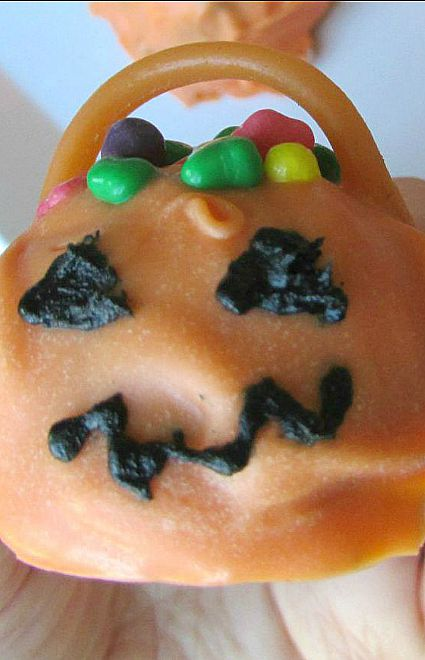 Candy Jack-O-Lantern-truffle-with-face