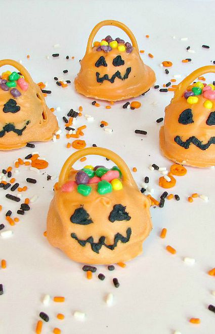 Jack-O-Lantern-truffles-with-mini-candy-inside