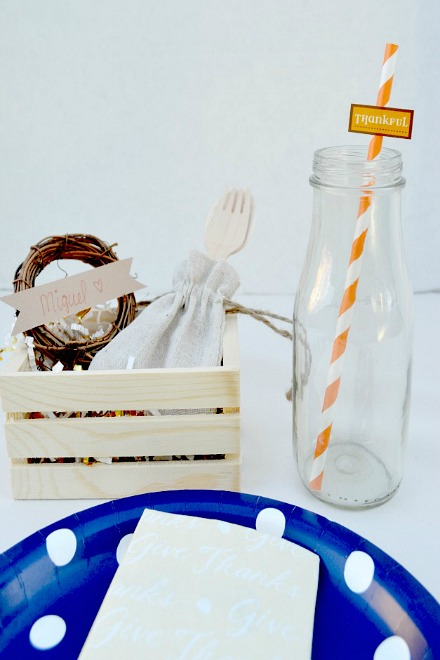 An easy Thanksgiving place setting that will solve your Thanksgiving decorating ideas. Easy to put together, great on the budget and the kids will love it.