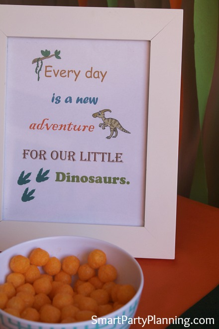 Dinosaur party frame