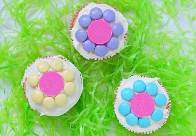 learn how to make simple flower cupcakes