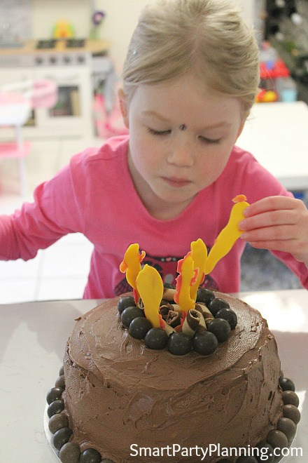 place-chocolate-fire-on-the-top-of-the-cake