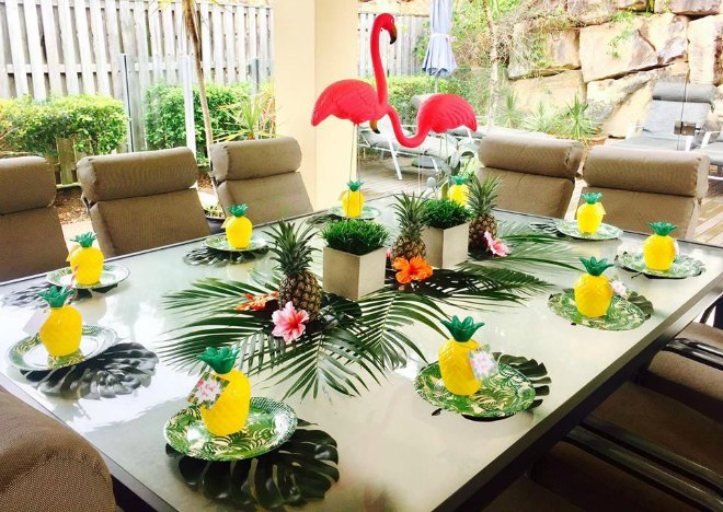 Flamingo table seating area