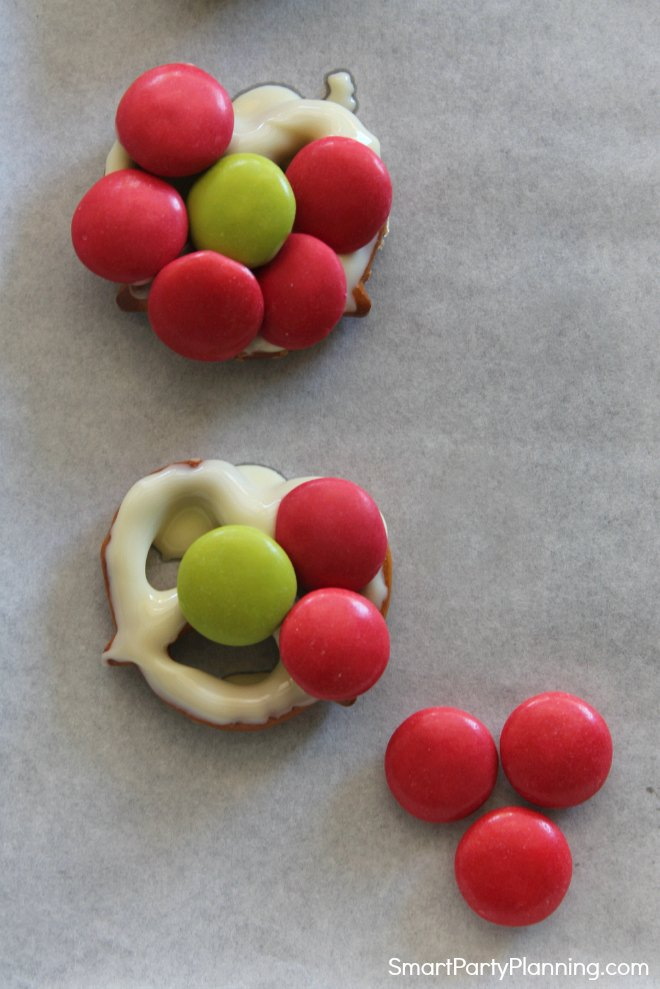 Creating pretzel flowers