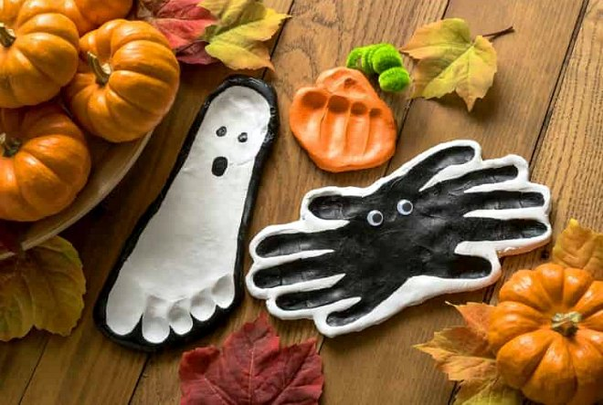 Halloween-Handprint-and-Footprint-Crafts-for-Toddlers