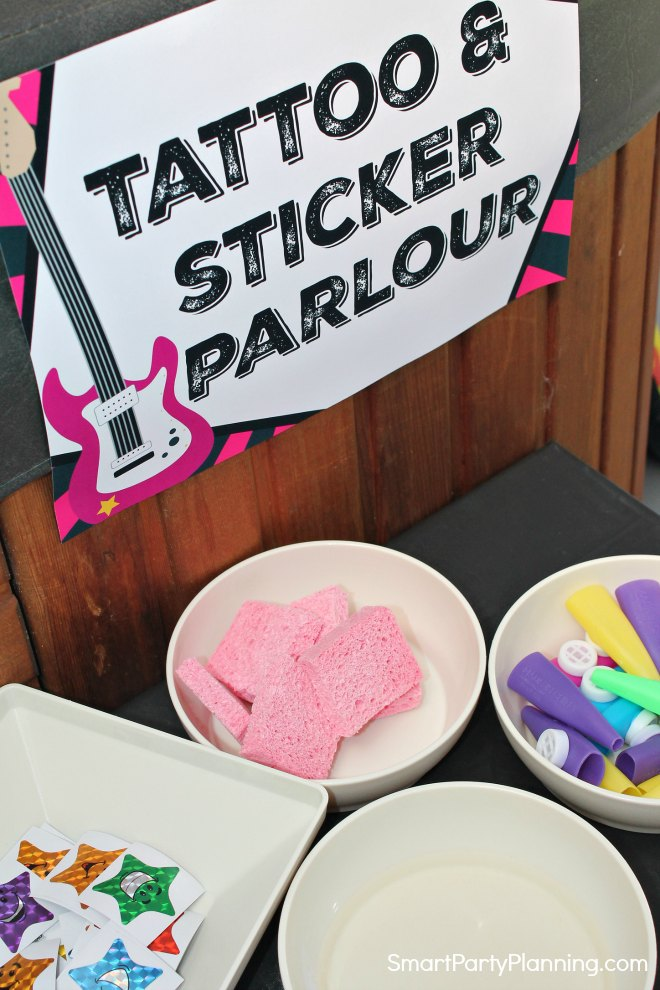 Tatoo & Sticker Table