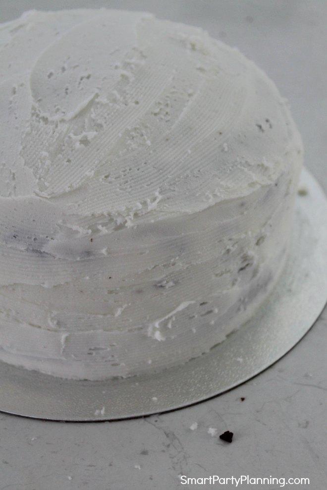 Buttercream crumbs layer