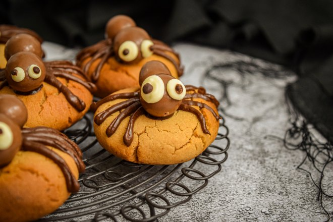 Cute spider cookes