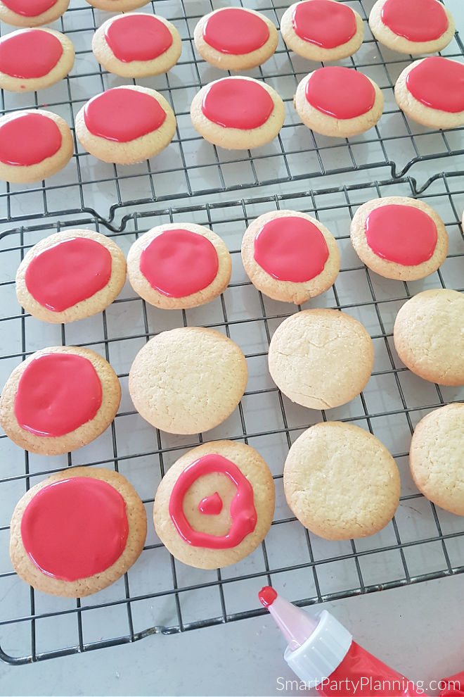Add icing to the top of the cookie