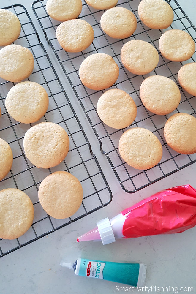 Sugar cookies and icing