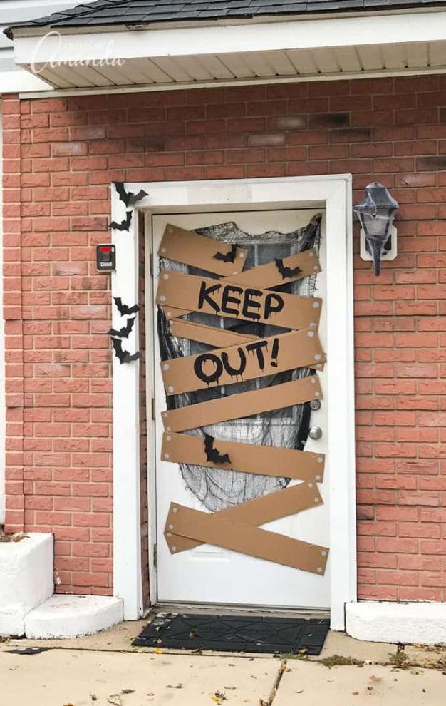 halloween-door-decoration-keep-out