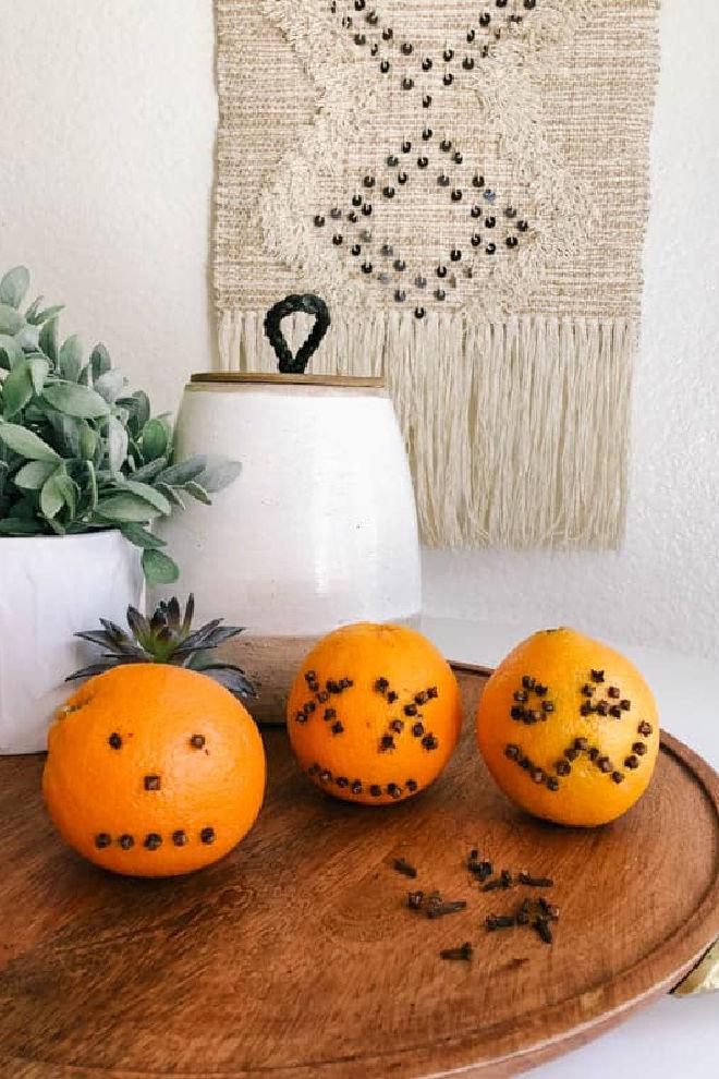 pumpkin-face-oranges-studden-with-cloves